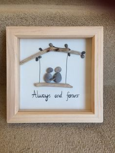 Happy pebble couple sat on a driftwood swing. Ideal engagement/wedding/anniversary gift. Can be personalised with couples name and/or wedding date, as shown in example photos. Please note that due to the nature of the craft, pebbles and dirftwood pieces used may vary slightly from the