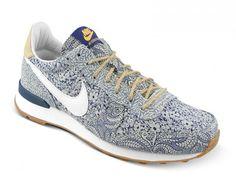 purchase cheap 9837b e2ffc Nike Internationalist QS x Liberty Of London Chaussure De Marche Femme  Rappel BleuBlanc - Mangue Atomique - La Gomme Brun Moyen 654938 400