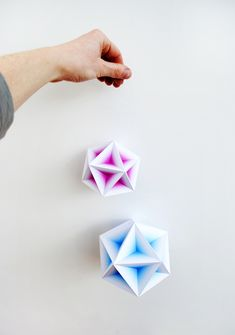 Creative Geometric, Gradient, Models, Minieco, and Shop image ideas & inspiration on Designspiration How To Make Paper Flowers, Paper Flowers Diy, Diy Paper, Paper Crafts, Mason Jar Crafts, Mason Jar Diy, Mobiles, Diy Wedding On A Budget, Craft Room Design