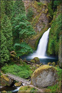 Wahclella Falls, Columbia River Gorge National Scenic Area, Oregon. Exit 40 (Bonneville dam exit).
