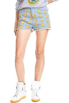 Description Light-blue denim shorts, featuring simpson print throughout, frayed hemline design, metal zipper and button on front, four classic pockets, slim fit, soft-touch fabric. Perfect for wearing it a with fashion belt, one unique T-shirt and l