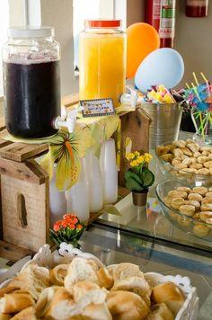 No post de hoje nós mostramos os detalhes de uma festa praia toda feita em casa. Você vai descobrir que com criatividade e pouca grana é possível festejar!