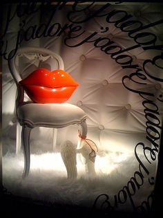 Tiffany's Valentine display window by ez2c, via Flickr