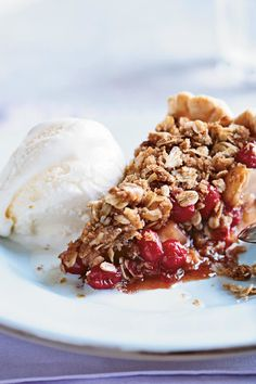 Pear-Cranberry Pie with Oatmeal Streusel from Cooking Light. If you can't find fresh cranberries, use thawed frozen ones. A prepared pie shell yields a stellar dessert with little effort. Serve with vanilla ice cream. No Cook Desserts, Holiday Desserts, Delicious Desserts, Christmas Recipes, Christmas Meals, Delicious Dishes, Christmas Goodies, Holiday Treats, Holiday Recipes