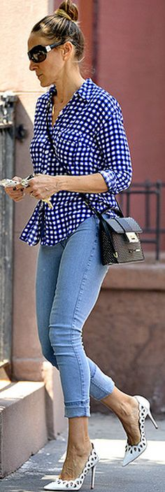 Who made  Sarah Jessica Parker's blue gingham print button down top and black handbag that she wore in New York?