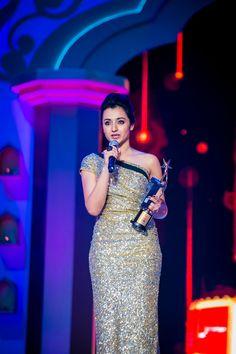 Trisha Krishnan was awarded as The Most Popular star in South India on Social at SIIMA Awards 2014. #Kollywood #Tollywood #Mollywood #Sandalwood #Fashion #Style #Beauty