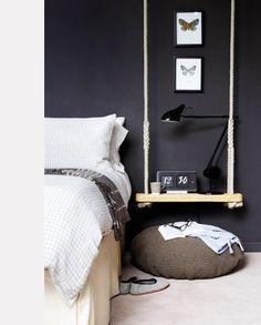 chambre-mur-peinture-noir-mat-table-de-lit-balancoire