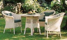 GARPA GARTENSTÜHLE SAVANNAH.  Das Sonnengeflecht: Savannah Möbel fangen mit ihren zarten, hellen Farbnuancen das Licht des Sommers ein.   Ref. 3360