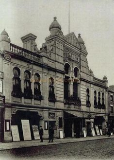 A postcard depicting the Palace Theatre of Varieties, Belgrave Gate, Leicester. Built in 1901 on the site of the former Floral Hall. http://www.arthurlloyd.co.uk/LeicesterTheatres/PalaceTheatreLeicester.htm