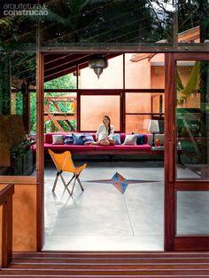 Casa com vidro: na copa das árvores e rodeada de Mata Atlântica - Casa