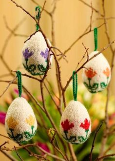 Easter balls by Arne and Carlos. Taken from Arne & Carlos Greatest Knits Knitting Supplies, Knitting Projects, Crochet Projects, Easter Crafts, Holiday Crafts, Yarn Store, Easter Crochet, Summer Knitting, Easter Party