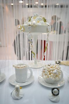 Jewels on white meringue #confuortogioielli #creativedeco #homimilano