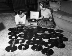 vintage everyday: Vinyles Passion – Vintage Photos of Teenage Record Party in the 1950s and 1960s