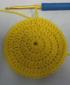 step by step directions to create baby beanie hats!  Even has video for basic stitch instructions.