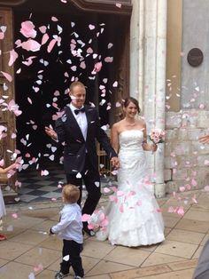 Robe de mariée en dentelle et tulle plumetis commandée en sur mesure commandée à la boutique de robes de mariées à Cannes Mariage en Rose.