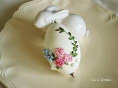 Chatka w różanym ogrodzie: Haftowane jajko - haft wstążeczkowy