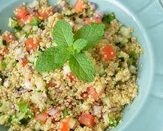 Cantinho Vegetariano: Tabule de Quinoa (vegana)                                                                                                                                                      Mais Yummy Veggie, Veggie Recipes, Vegetarian Recipes, Cooking Recipes, Healthy Recipes, Good Food, Yummy Food, How To Cook Quinoa, Base Foods