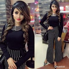 Our shrugs are the ideal strategy to indistinctly include warmness to really an outfit while still looking trendy. Shrug For Dresses, Casual Dresses, Fashion Dresses, Girls Dresses, Stylish Girl Images, Stylish Girl Pic, Pakistani Dresses, Indian Dresses, Western Dresses For Girl