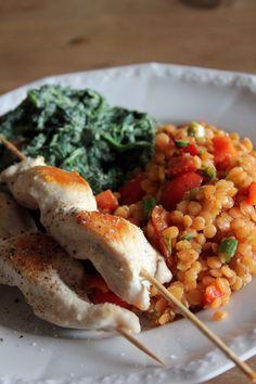 Linsensalat mit Spinat und Hähnchen-Spießen