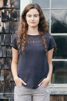 Isabell Kraemer's Cullum tee top down is a breezy top. Cullum begins with shoulders shaped with short rows before joining to work in the round for the body. Easy Knitting Patterns, Knitting Stitches, Diy Pullover, Summer Sweaters, Top Pattern, Pulls, Knit Crochet, Summer Knitting Projects, Easy Fitness