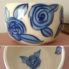 "Sofía, dar forma y crear on Instagram: ""Flores #azules #ceramicautilitaria #handmade #bowlensaladera"" Painted Ceramic Plates, Ceramic Painting, Ceramic Art, High Hd Wallpaper, Join Fashion, Patterns Of Fashion, Clay Mugs, Handmade Pottery, Painting Techniques"