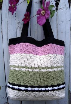 Sweet Pea Tote Free pattern found here at CAP's Crochet & Crafts. ..