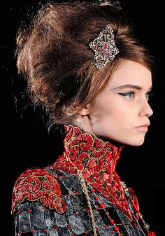 Chanel Paris-Shanghai Métiers d'Art 2010 Collection. Love the hair, love he liner, love brow, love it all.