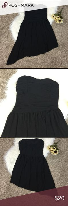 Chiffon black staples side hi low dress Strapless side high low black dress. Worn once by my bridesmaid for a couple hours. Great condition. Forever 21 size L. Alight sweetheart neckline with touching on upper body. Got questions? Just Ask! Offers always welcome & don't forget to bundle & Save 20%! Same/Next day Shipping! Forever 21 Dresses Strapless