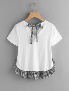 Shop Checkered Bow Back And Ruffle Trim Slub T-shirt online. SheIn offers Checkered Bow Back And Ruffle Trim Slub T-shirt & more to fit your fashionable needs. Tumblr Outfits, Chic Outfits, Diy Clothing, Sewing Clothes, Umgestaltete Shirts, Shirt Blouses, Diy Fashion, Fashion Outfits, Cheap Fashion