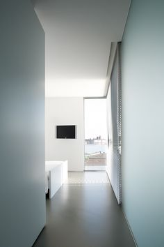 Wall guiding the view to the outside through a carefully located window. Photo by Tim van de Velde Photography.