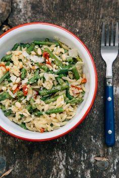 Cheesy asparagus one pot pasta
