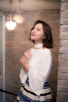 Kim Ji Won - Interview for 'Descendants of the Sun' Korean Actresses, Korean Actors, Actors & Actresses, Korean Beauty, Asian Beauty, Korean Celebrities, Celebs, Seo Ji Hye, Yoo Ah In