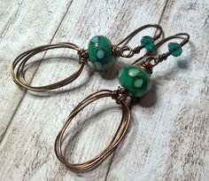 Draht gewickelt Ohrringe - grüne Lampe Arbeit Glas Ohrringe - Kupfer Messing Kristall Ohrringe - Handwerker Ohrringe - Handgemachter Schmuck von Salakaappi