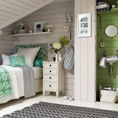 Cute bedroom decor!