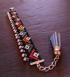 Bracelet Manchette Motif Massai et breloques par TDFTheDreamFactory, €22.00
