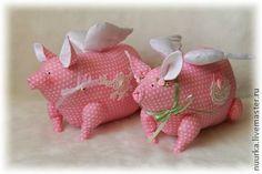 .....here piggy, piggy!!...so oinking CUTE!!....