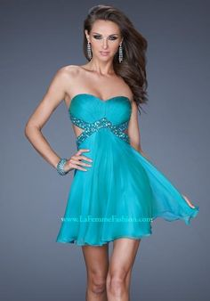 Short turquoise prom dress. Junior prom, perhaps?