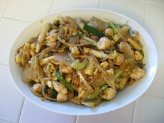 This is a variation of the Chop Suey dish that did not originate in China, but in San Francisco for American tastes. Pretty much, leftovers. Stir Fry Recipes, Meat Recipes, Asian Recipes, Chicken Recipes, Healthy Recipes, Ethnic Recipes, Recipies, Oriental Recipes, Asian Foods