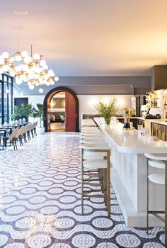 Restaurant Interior Ideas: there's a new cool restaurant in New York. After a decade, well-known Italian restauranteurs Mario Batali and Jow Bastianich opened a place in the city, La Sirena. Restaurant Interiors. #restaurantinterior #moderninteriordesign See more: https://www.brabbu.com/en/inspiration-and-ideas/world-travel/restaurant-interior-ideas-sirena-new-york