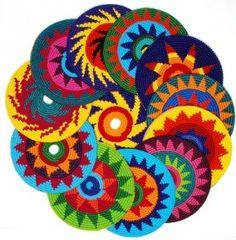 DIY Crochet Frisbee, free pattern - Great idea for pets Crochet Potholders, Crochet Motifs, Crochet Squares, Crochet Granny, Crochet Stitches, Tapestry Crochet Patterns, Rainbow Crochet, Crochet Home, Crochet Crafts