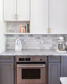 Gray and white and marble kitchen reveal Gray and White and Marble Kitchen Reveal - Maison d . - Gray and White and Marble Kitchen Cover on Gray and White and Marble Kitchen Reveal – Maison de P - Modern Grey Kitchen, Grey Kitchen Designs, White Marble Kitchen, Gray And White Kitchen, White Kitchen Cabinets, Diy Kitchen, Kitchen Decor, Gray Kitchen Countertops, Kitchen Pantries