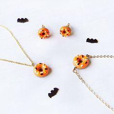 Amazon.com: Elfi Handmade Cute Pumpkin Doughnut Necklace, Dessert Food Jewelry, Halloween Donut Necklace, Halloween Charm, Inedible Food,Orange Necklace: Handmade