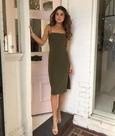 ✔ Dinner Outfit Spring Formal Source by elifturkel chic Night Outfits, Date Night Dresses, Chic Outfits, Spring Outfits, Dress Outfits, Fashion Dresses, Dress Up, Outfit Summer, Spring Formal Dresses