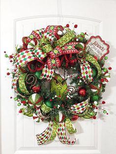 Christmas Door Decorations, Christmas Tree Themes, Holiday Wreaths, Christmas Crafts, Christmas Ornaments, Christmas Items, Grinch Christmas, Christmas Ribbon, Deco Mesh Wreaths