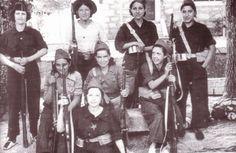 unas mujeres que participan en la guerra