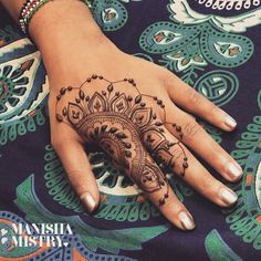 Mehndi Design Offline is an app which will give you more than 300 mehndi designs. - Interesting Hand And Nail Henna Hand Designs, Henna Tattoo Designs, Latest Mehndi Designs, Beautiful Henna Designs, Mehndi Designs For Hands, Designs Mehndi, Tattoo Ideas, Henna Tattoo Hand, Mädchen Tattoo