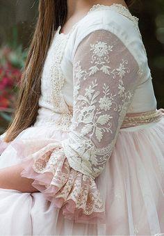 Communion dress embroidered tulle sleeve Choose baptismal dresses for kids … Baby Girl Dresses Diy, Little Girl Dresses, Girls Dresses, Flower Girl Dresses, Baptism Dress, Christening Gowns, Fashion Kids, Kids Gown, Designs For Dresses