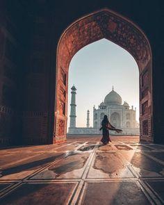 Sunrise at the Taj Mahal in India via Mecca Wallpaper, Islamic Wallpaper, Beautiful Mosques, Beautiful Places, Beautiful Pictures, Beautiful Moments, Islamic Images, Islamic Pictures, Islamic Art