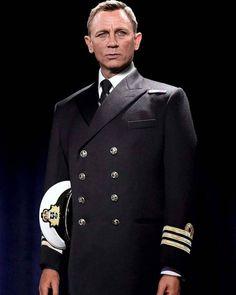 Daniel Craig as Commander Bond Soirée James Bond, Estilo James Bond, James Bond Actors, James Bond Movie Posters, James Bond Party, James Bond Style, James Bond Movies, Craig Bond, Daniel Craig James Bond