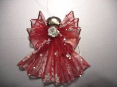 Here are instructions to make a ribbon angel. These are so easy and inexpensive. They make great gifts for teachers, neighbors,mail carrier, hair dresser, nurses,caterer…, decorate your pac…